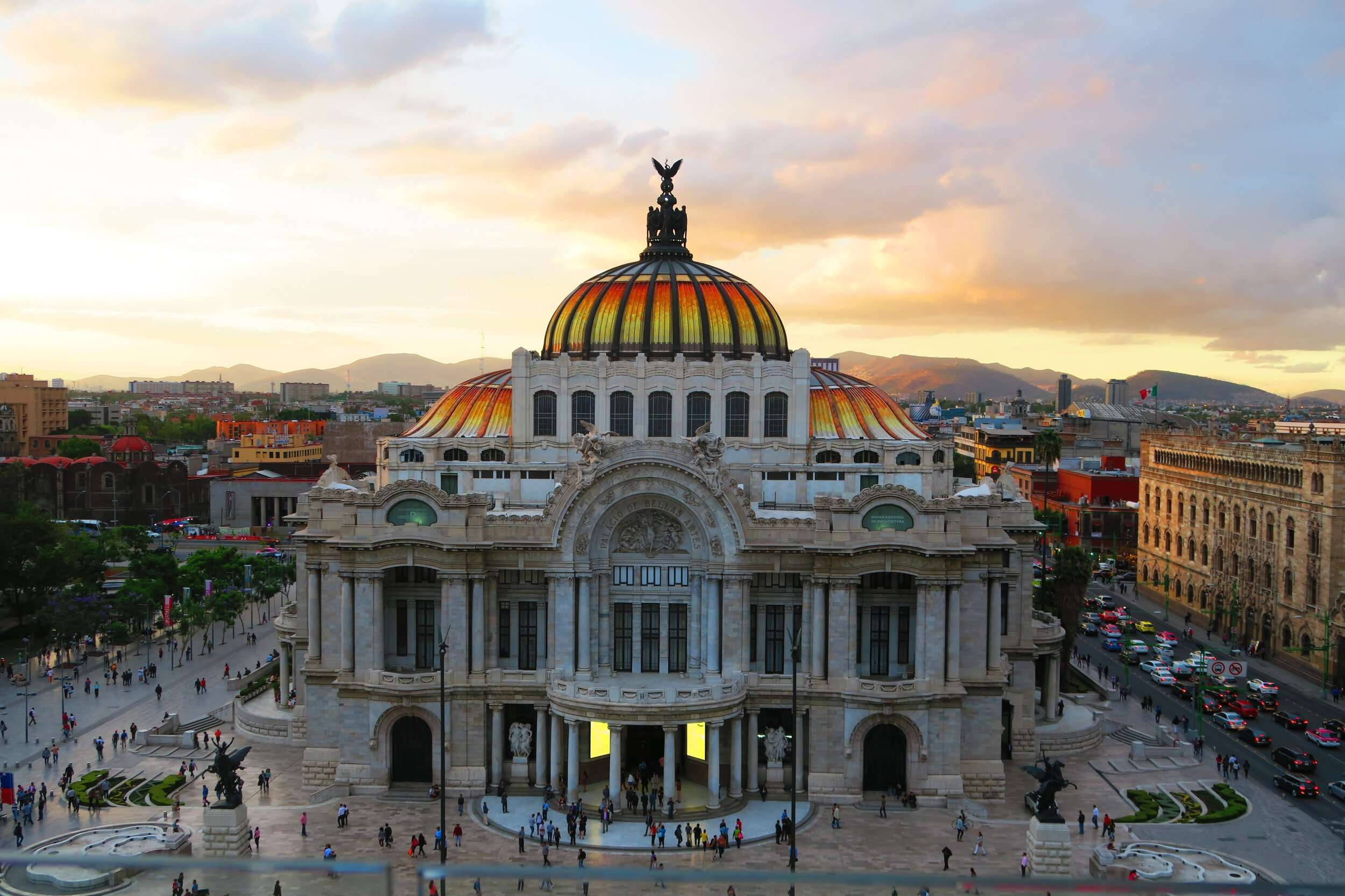 the beautiful Palacio de Bellas Artes in Mexico City