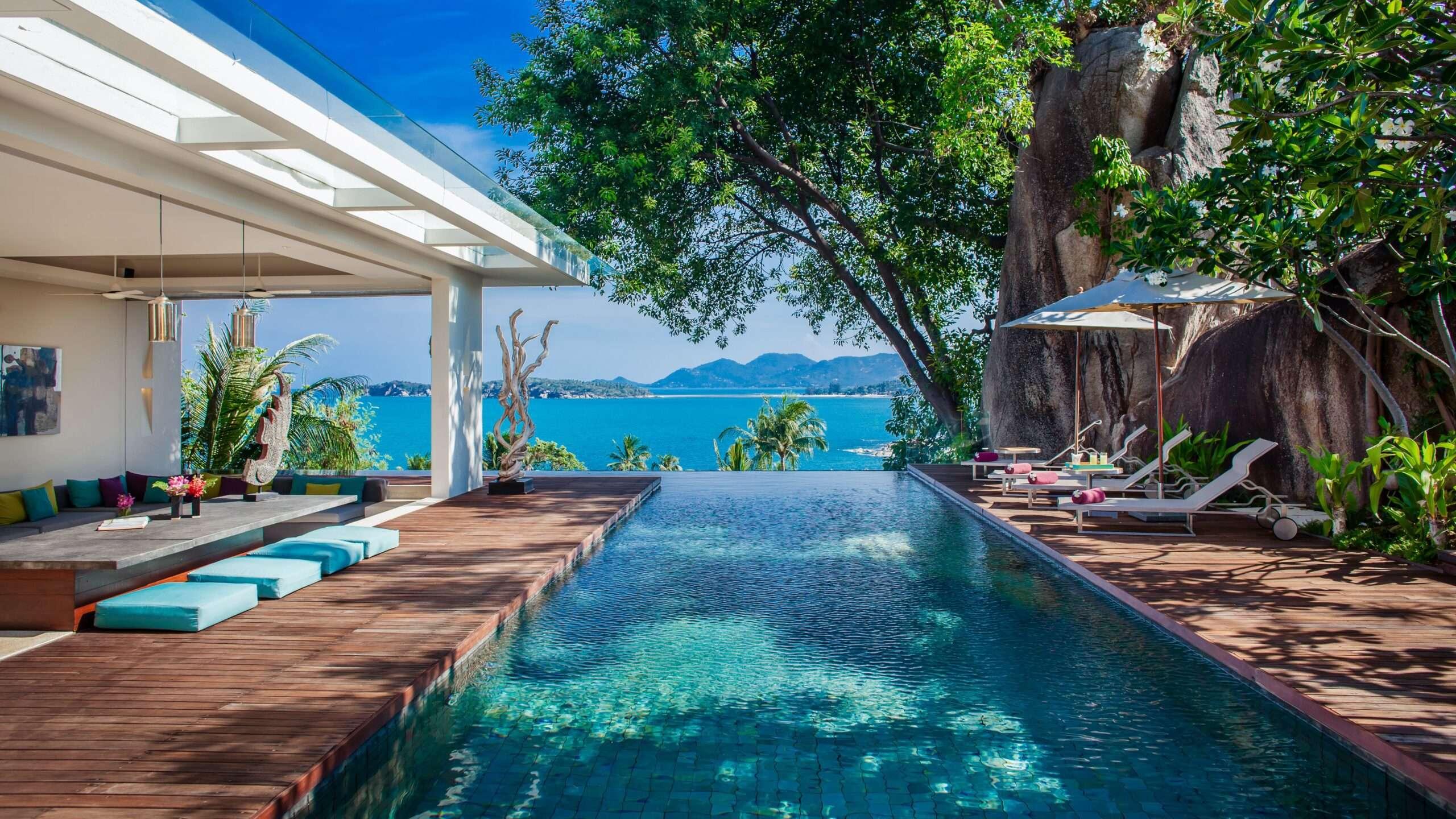 infinity swimming pool overlooking the sea at Villa Hin Koh Samui