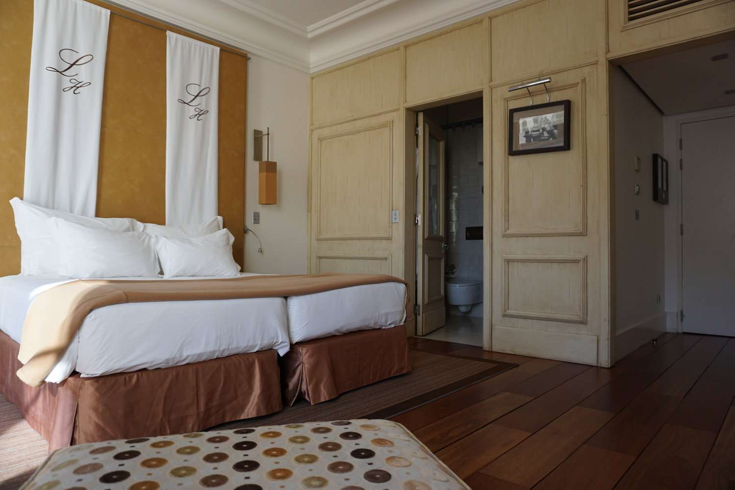large bed in hotel room at Heritage Avenida Liberdade