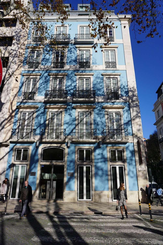 Blue exterior of Heritage Avenida Liberdade hotel