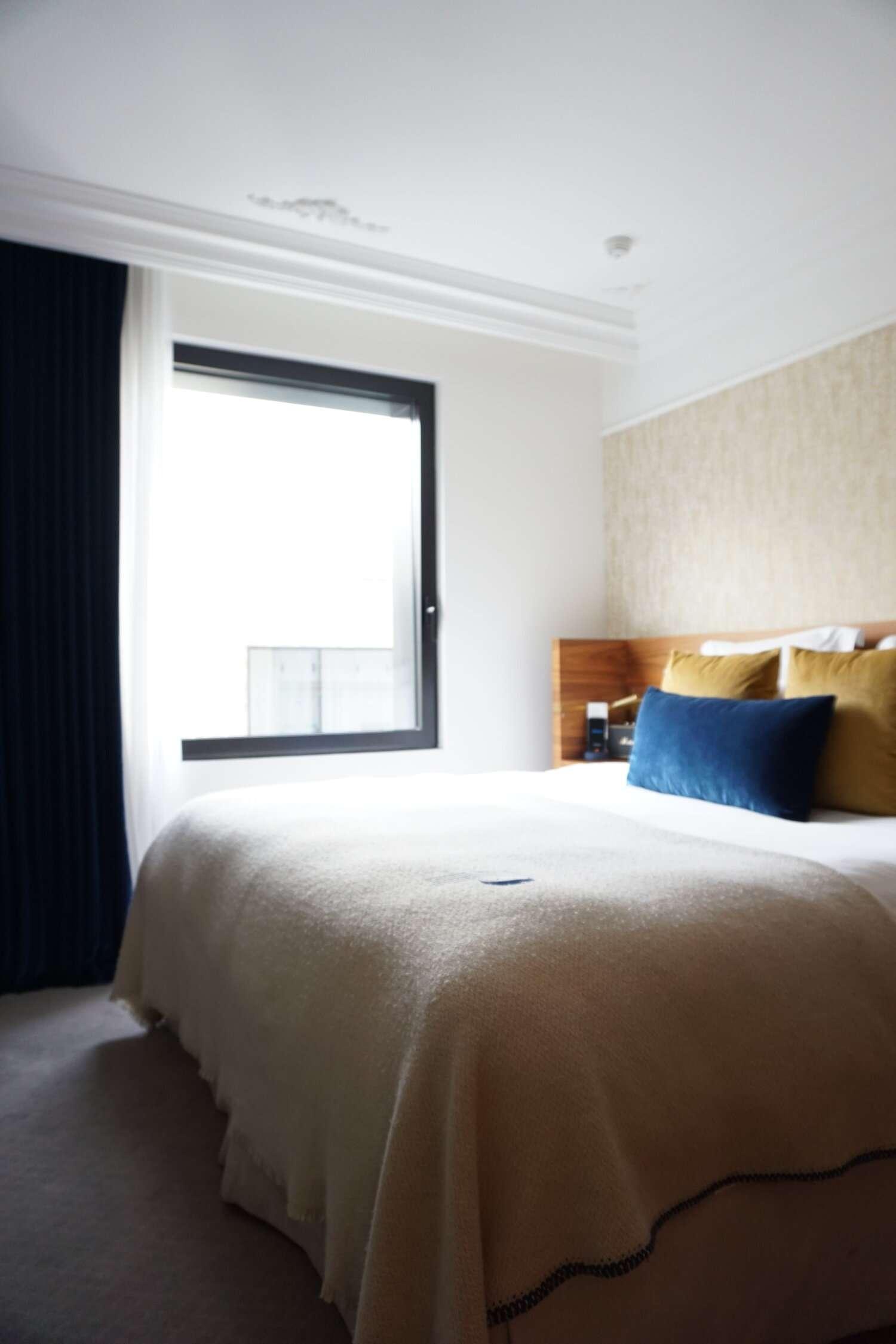 bedroom at Le Hotel Parister in Paris