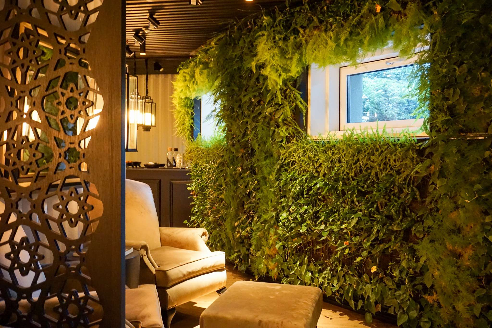 wall of greenery in the relaxation room at the spa in Nimb Hotel Copenhagen