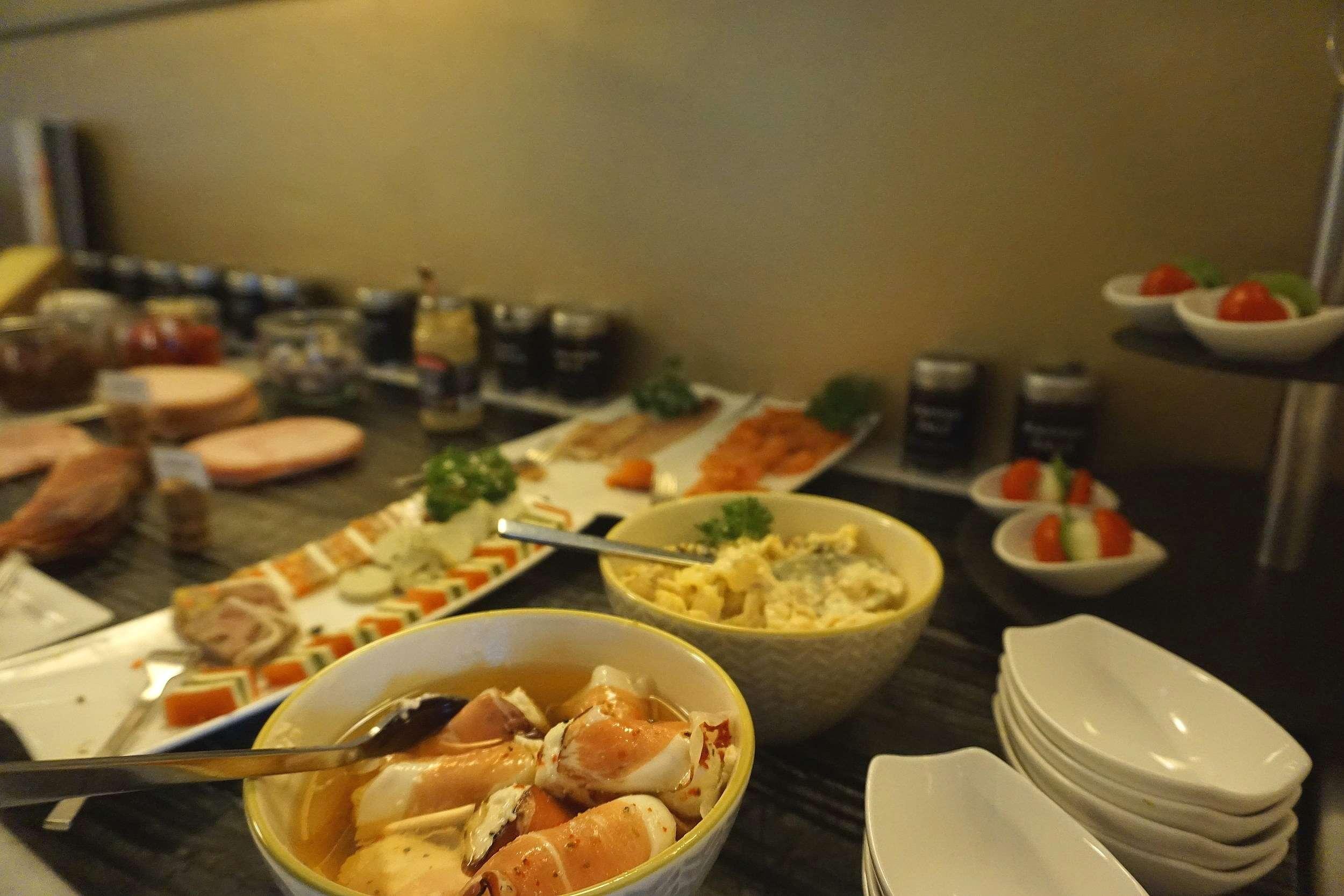 breakfast buffet at Rathaus Wein & Design Hotel Vienna