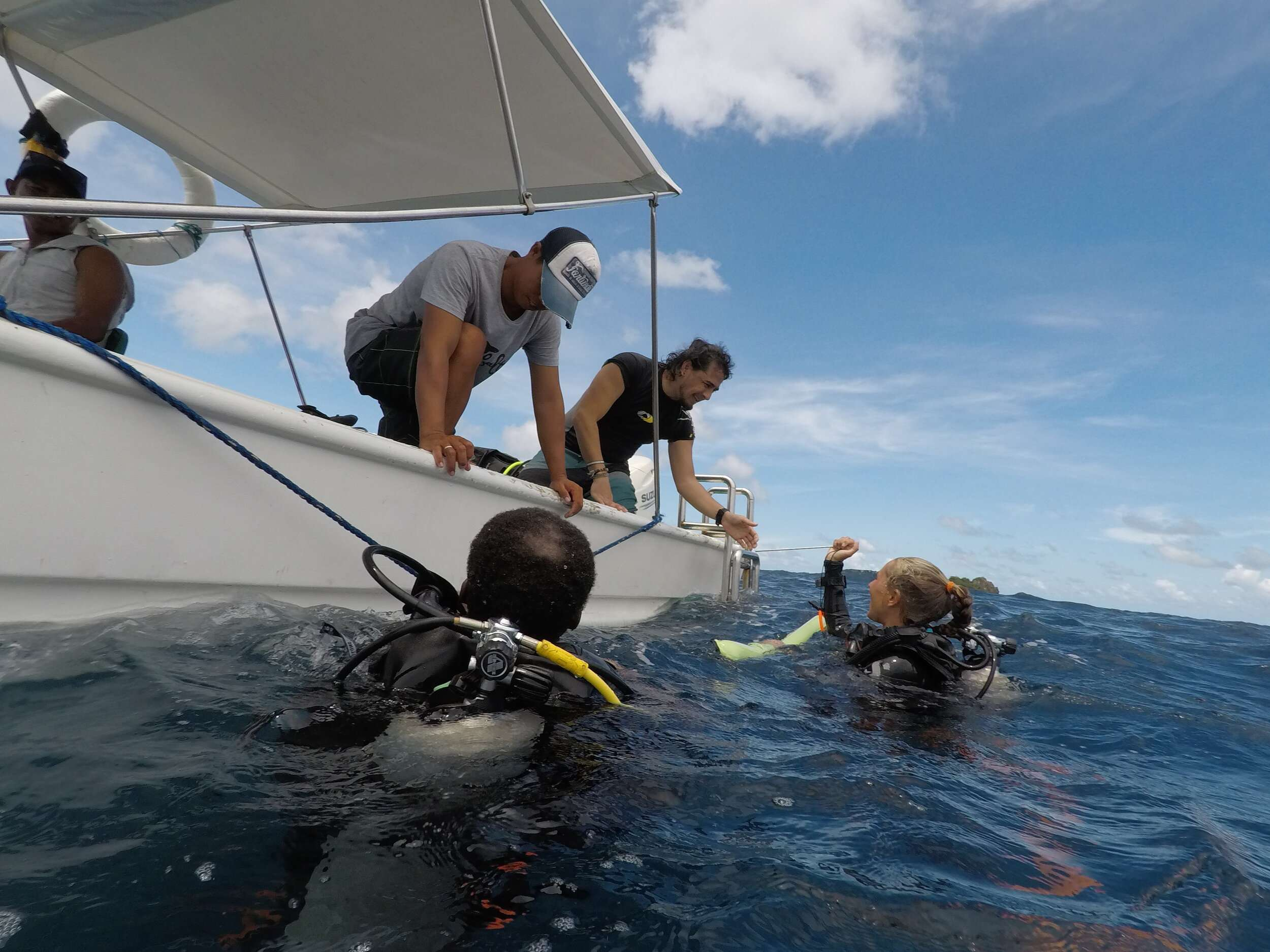 Scuba divers returning to the boat in the Philippines (Dive Sibultan)